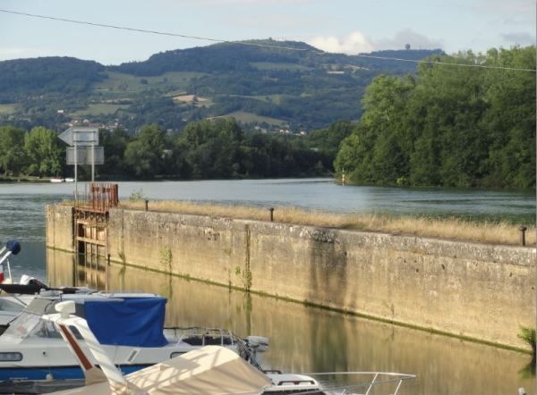 La vieja esclusa sobre el Saône.  Foto R.Puig