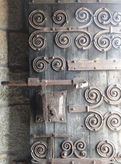 Trabajo del hierro. Puerta de la iglesia de Coustouges. Foto R.Puig