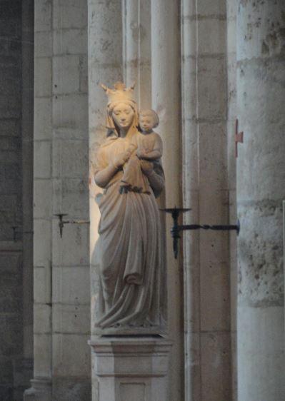 Virgen con el niño. Nave central. Acey.  Foto R.Puig