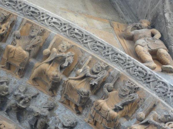 Catedral de Oloron Sainte Marie. Los veinticuatro ancianos del Apocalipsis. Detalle.Nartex. Foto R.Puig