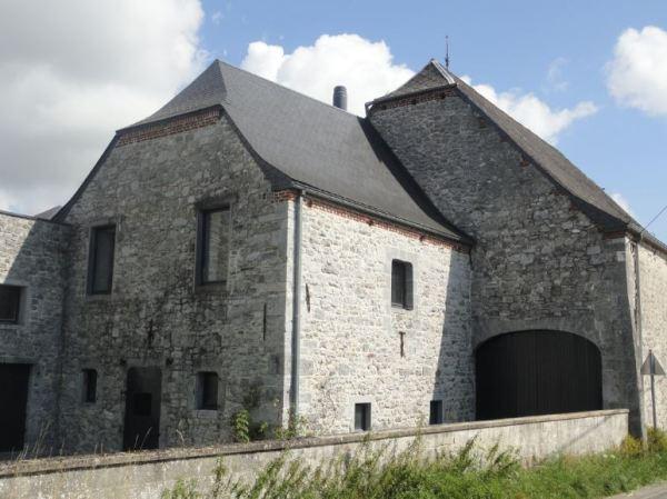 Construccion tradicional en piedra. Barbençon. Foto R.Puig