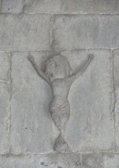 Gusano soy y no hombre. Salmo 22.6. Portico entrada de la Iglesia de Barbençon. Foto R.Puig