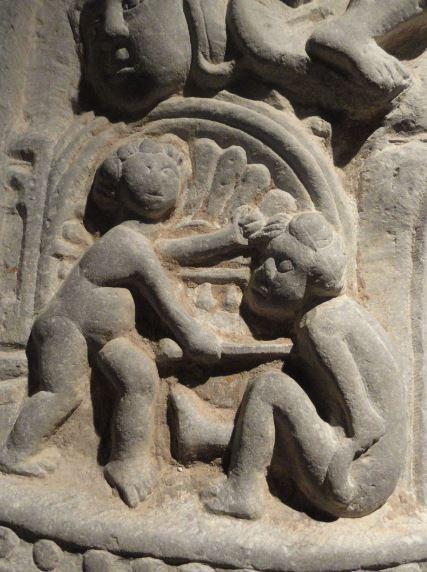 Colegiata de  Lobbes.  Bélgica. Tumba de abad. Detalle. Foto R.Puig