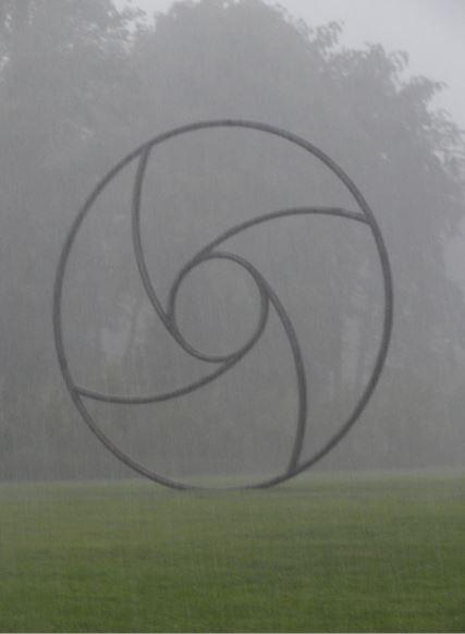 Llueve furiosamente sobre el parque de Seneffe. Anillo espiral. Mauro Staccioli. Foto R.Puig