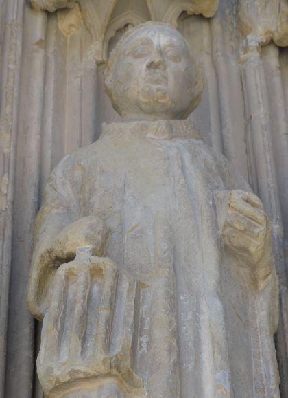 Portico  de la catedral. Huesca. San Lorenzo y su parrilla. Foto R.Puig