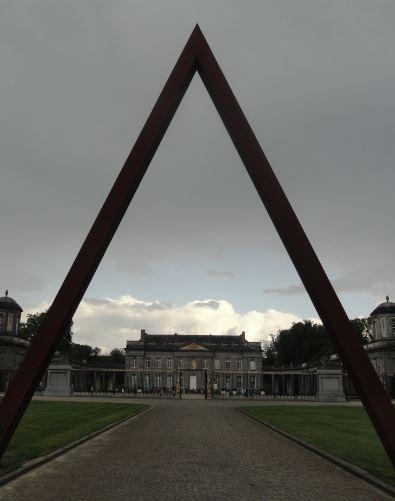 Seneffe. Flecha de Mauro Staccioli. Foto R.Puig