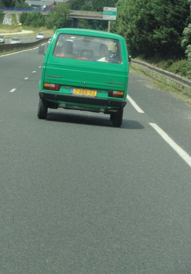 Una furgoneta hermana entrando en París. Foto R.Puig