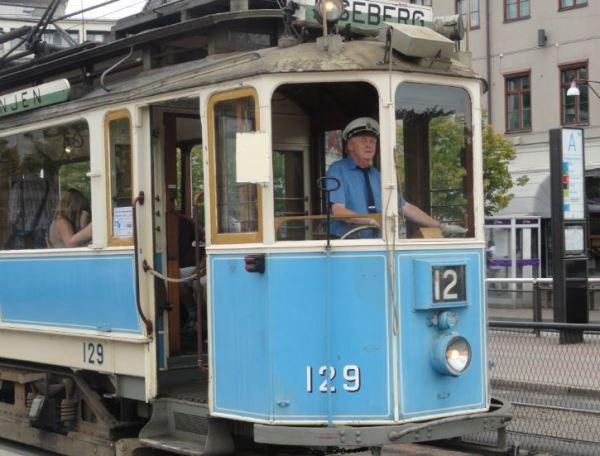 Viejo tranvía hacia el parque de atracciones. Foto R.Puig