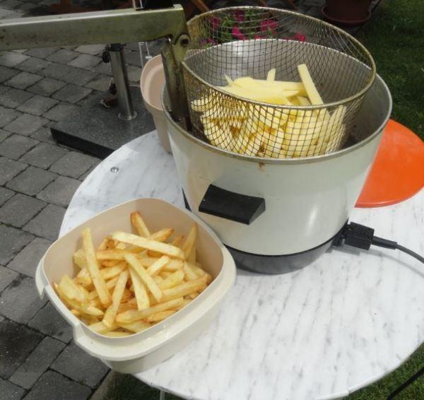 Nada como unas frites belgas. Foto R.Puig