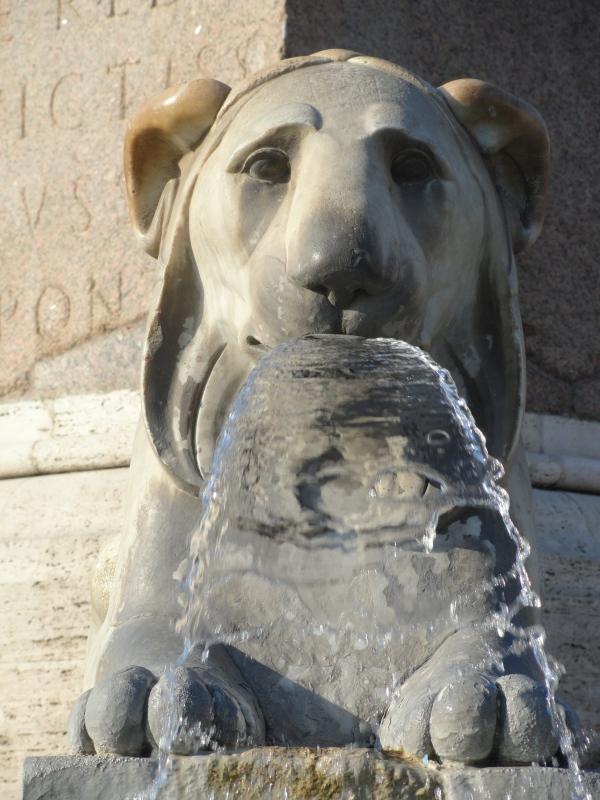 Piazza del Popolo. Un leon de Valadier. Foto R.Puig