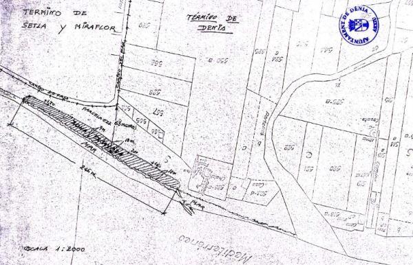 Detalle de la excavación de cantos rodados extraídos de la playa de la Almadraba en 1973. Archivos de Denia