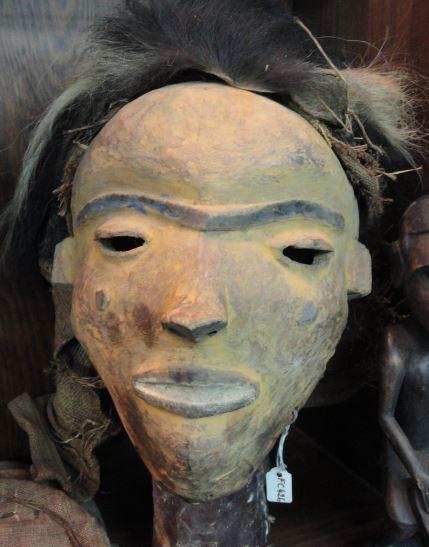 Mascara llamada Tshiongo. Pueblo Tshokwe. Colección Fernando Cardenal. Foto R.Puig
