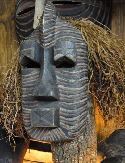 Mascara denominada Tshifwebe. Colección Fernando Cardenal. Foto R.Puig