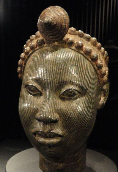 Cabeza coronada. Aleación de cobre. ss.XV a XVI. NCMM. Lagos. Foto R.Puig