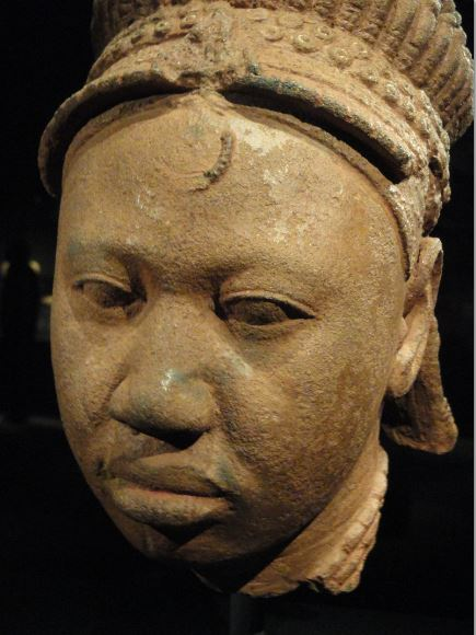 Cabeza coronada. Terracota. ss.XII a XV. NCMM. Lagos. Foto R.Puig