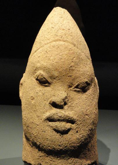 Cabeza de mujer de familia real. Terracota. ss.XIII a XV. NCMM. Lagos. Foto R.Puig