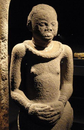 Figura de Idena. Piedra. ss.XIII a XVI. NCMM. Lagos. Foto R.Puig