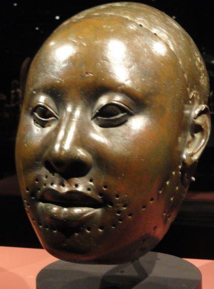 Máscara que representa al Ooni Obalufun II. Cobre. ss.XV a XVI. NCMM. Lagos. Foto R.Puig