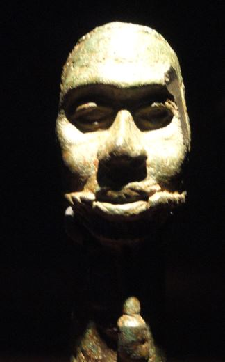 Pomo de un cetro con cabeza de condenado. Aleación de cobre. ss.XV a XVI. NCMM. Lagos. Foto R.Puig