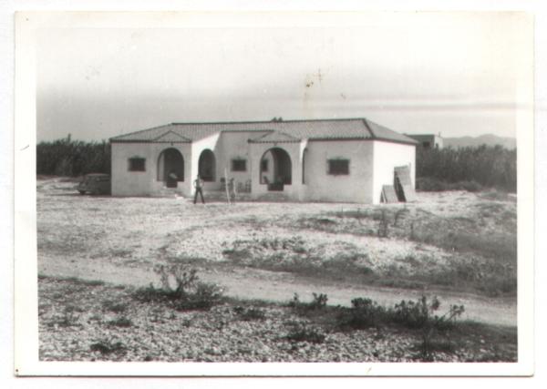 Una de las viviendas de la playa en 1965. Cortesía de Pere Cardona