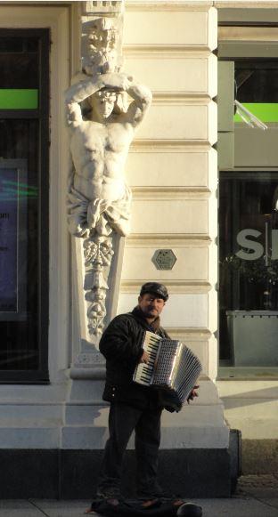 El acordeonista búlgaro. Foto R.Puig