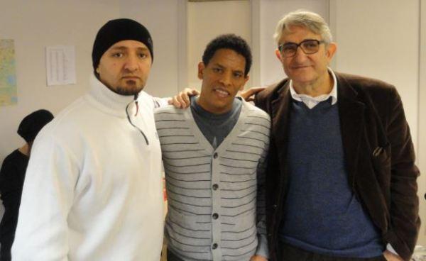 Ismail, Medhani y Ramón en la escuela de sueco.