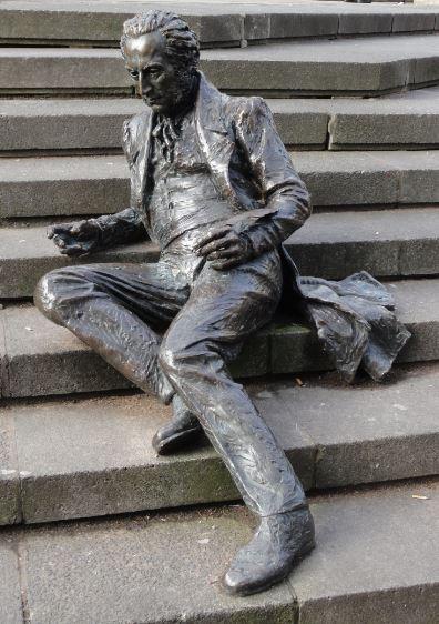 Efigie del compositor Thomas Atwood en las escalinatas de Chambertlain Square. Foto R.Puig