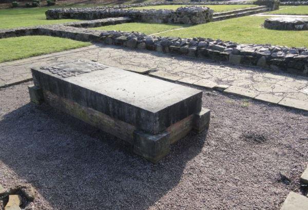 Losa memorial en el recinto de la capilla donde se asevera fue enterrado Wolsey. Foto R.puig