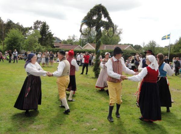 Bailarines del Midsommar. Foto R.Puig