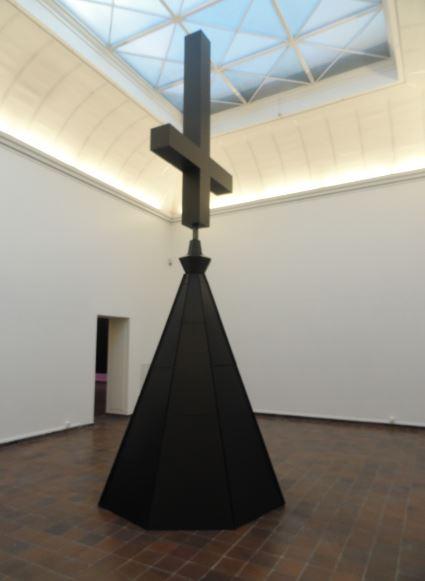 Proposal 666. Poner las cruces al revés en todas las iglesias. Johan Zetterquist. Foto R.Puig