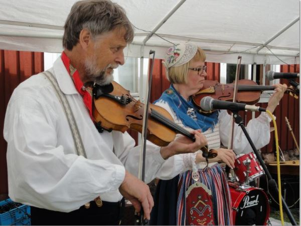 Violinistas del Midsommar. Foto R.Puig