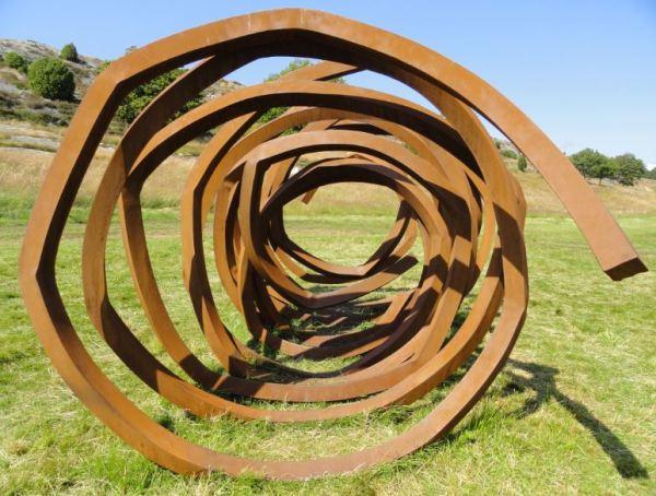 Cuatro lineas indefinidas. Acero corten. Bernar Venet. 2010. Foto R.Puig