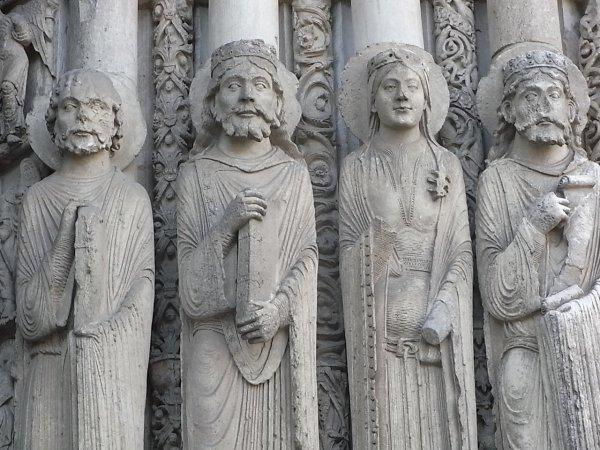 Chartres. Detalle de friso en la fachada lateral . Foto R.Puig