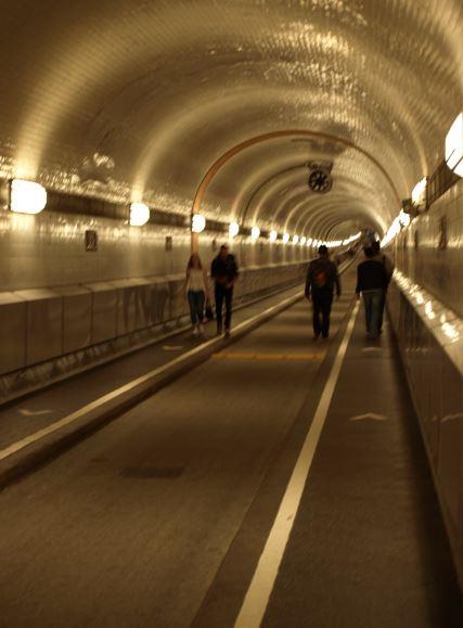Tunel bajo el Elba. Hamburgo. Foto R.Puig