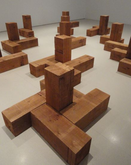 Carl Andre. Uncarved Blocks. 1975. Cedro canadiense.. Foto R.Puig