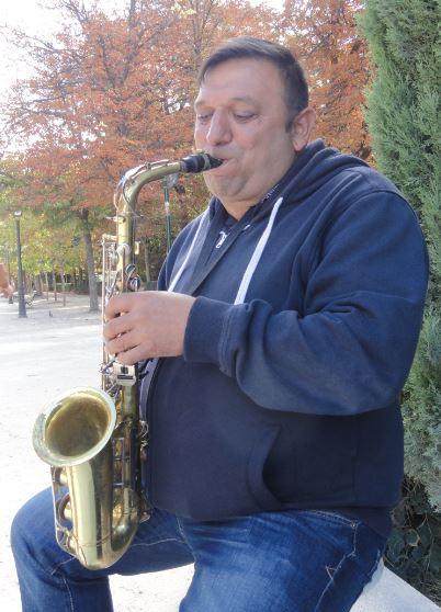 Ion de Rumania y su saxofon. El Retiro Madrid