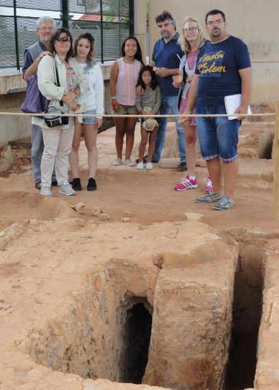 Visita al Alfar Romano de la Almadraba guiados por su arqueologo Josep Ahuir. Foto R.Puig
