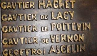 Alcaldía de Falaise.Gautier de Lacy en la lista de los conquistadores de Inglaterra en 1066. Foto R.Puig