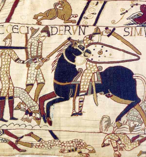 Caballero normando luchando contra infantes sajones armados con hachas. Tapiz de Bayeux