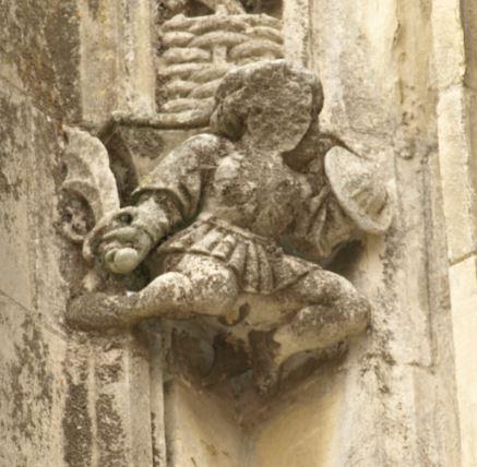 Iglesia de Falaise. Figura de la fachada lateral. Foto R.Puig