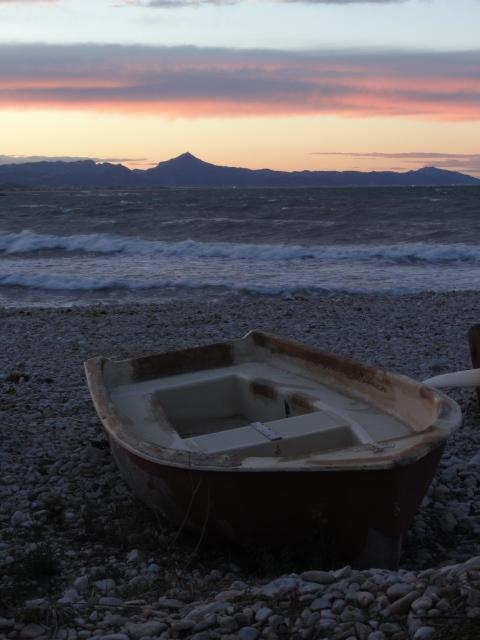 La cima de Mondúver desde la playa de la Almadrava. Foto R.Puig