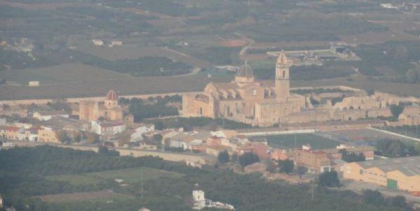 Monasterio de Simat de la Valdigna desde la carretera a Barx. Foto R.Puig