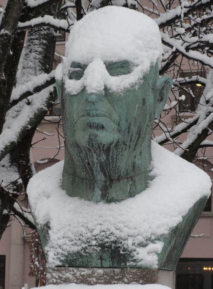 Charles Lindley enmascarado de nieve. Plaza Olof Palme. Göteborg. Foto R.Puig.