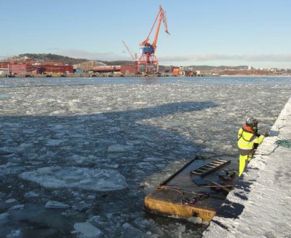 Reparaciones en el embarcadero. Ría de Gotemburgo. Foto R.Puig