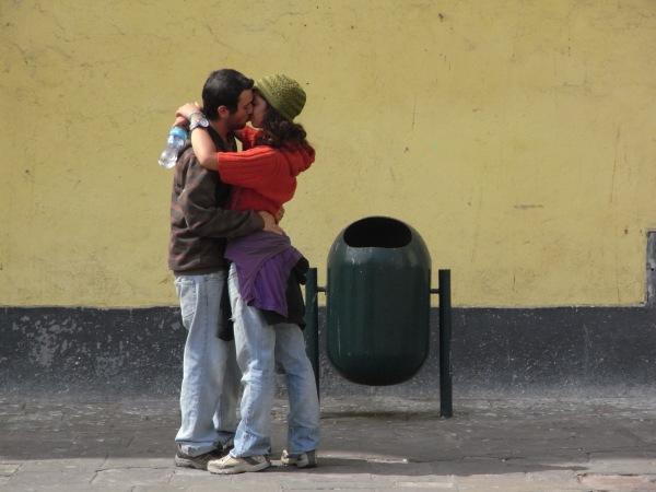 Besos en Lima. Plaza de San Francisco. Foto R.Puig