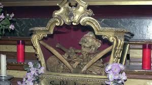 Reliquias de San Valentin en la iglesia de San Anton en Madrid.