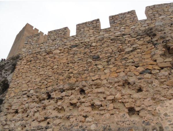 Castillo de Sax. Muralla árabe del siglo X. Foto R.Puig