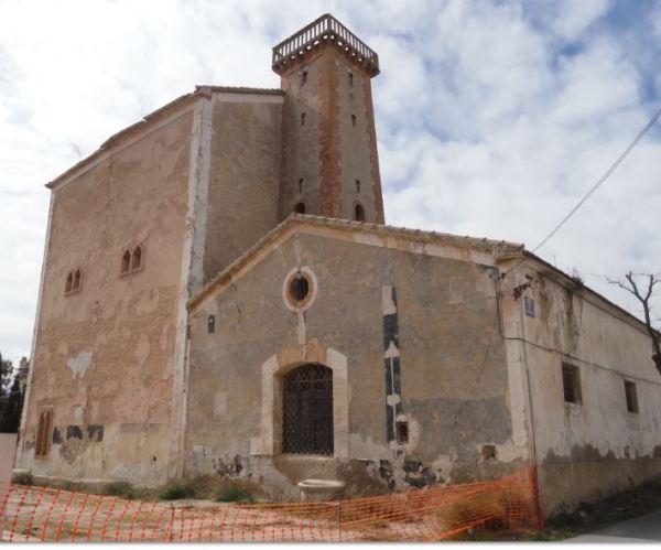 Fabrica de alcoholes La Unión. Fachada lateral y torre de aireación. Foto R.Puig