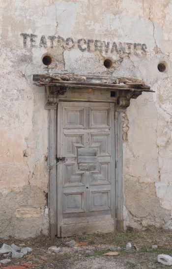 La puerta del Teatro Cervantes. Santa Eulalia. Foto R.Puig