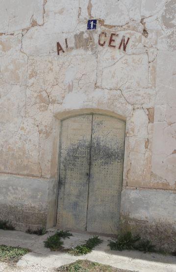 Puerta del almacén.Santa Eulalia. Foto R.Puig